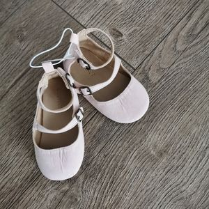 2/$15 BNWT Old Navy Baby girl slippers